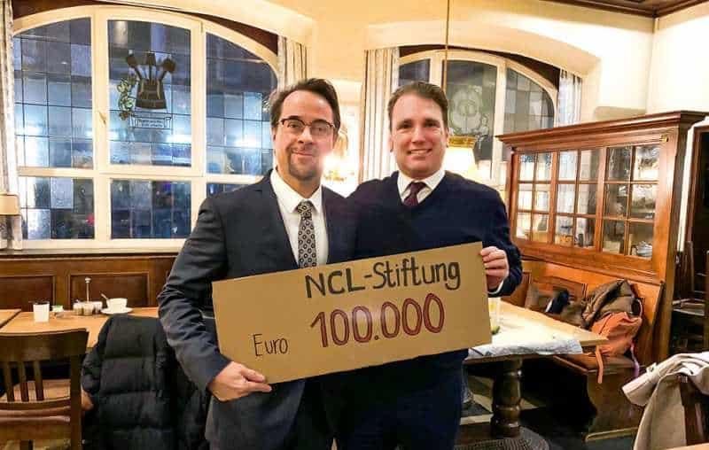 8. Eagle Krimi Cup Jan-Josef Liefers überreicht Scheck an NCL-Stiftung